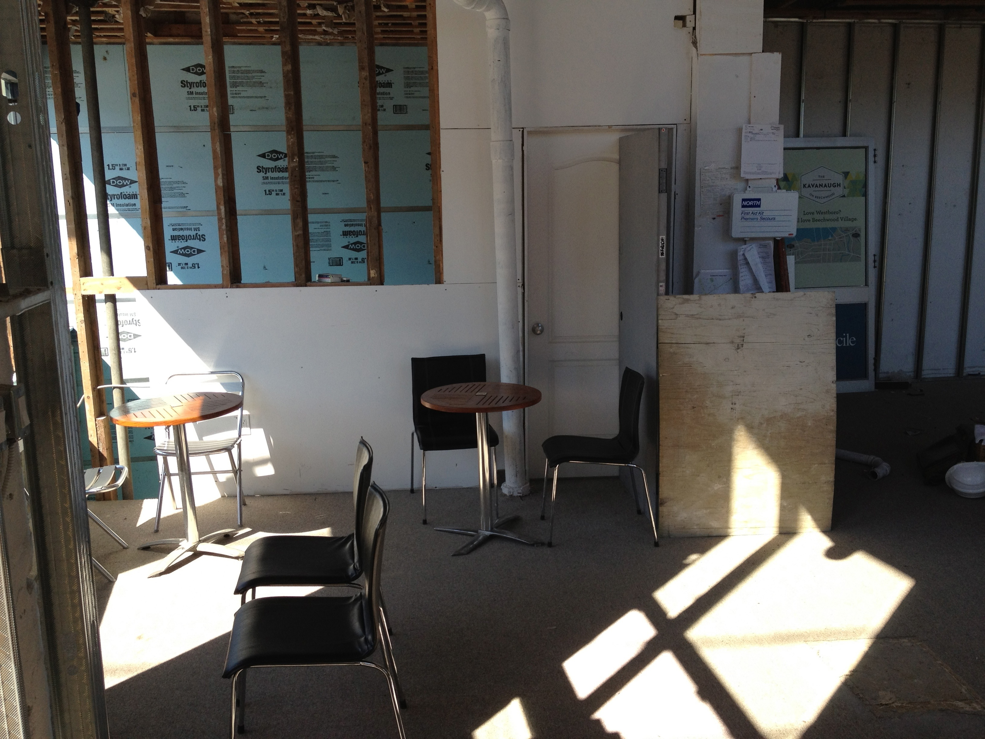 Laying out tables at Gezellig during construction