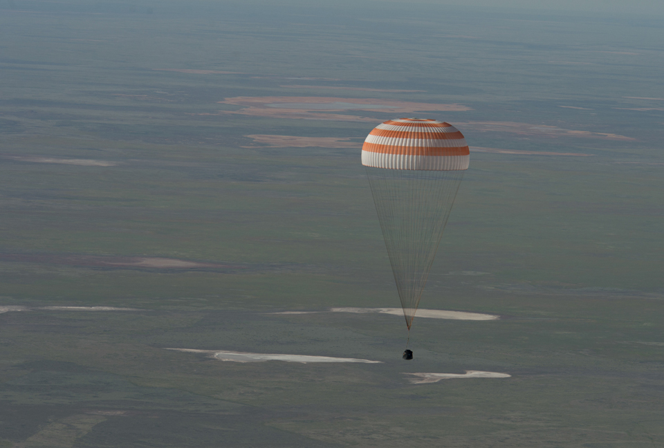 Soyuz chutes deployed for landing, with Chris aboard, May 2013. Photo: NASA