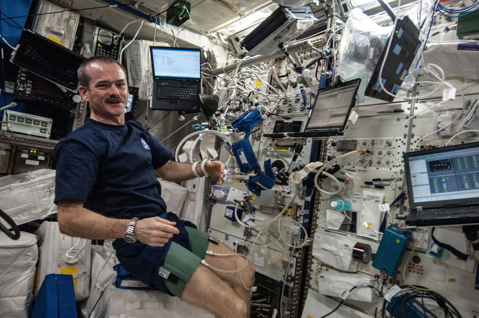 Performing experiments aboard the ISS, April 2013. Photo: NASA/CSA